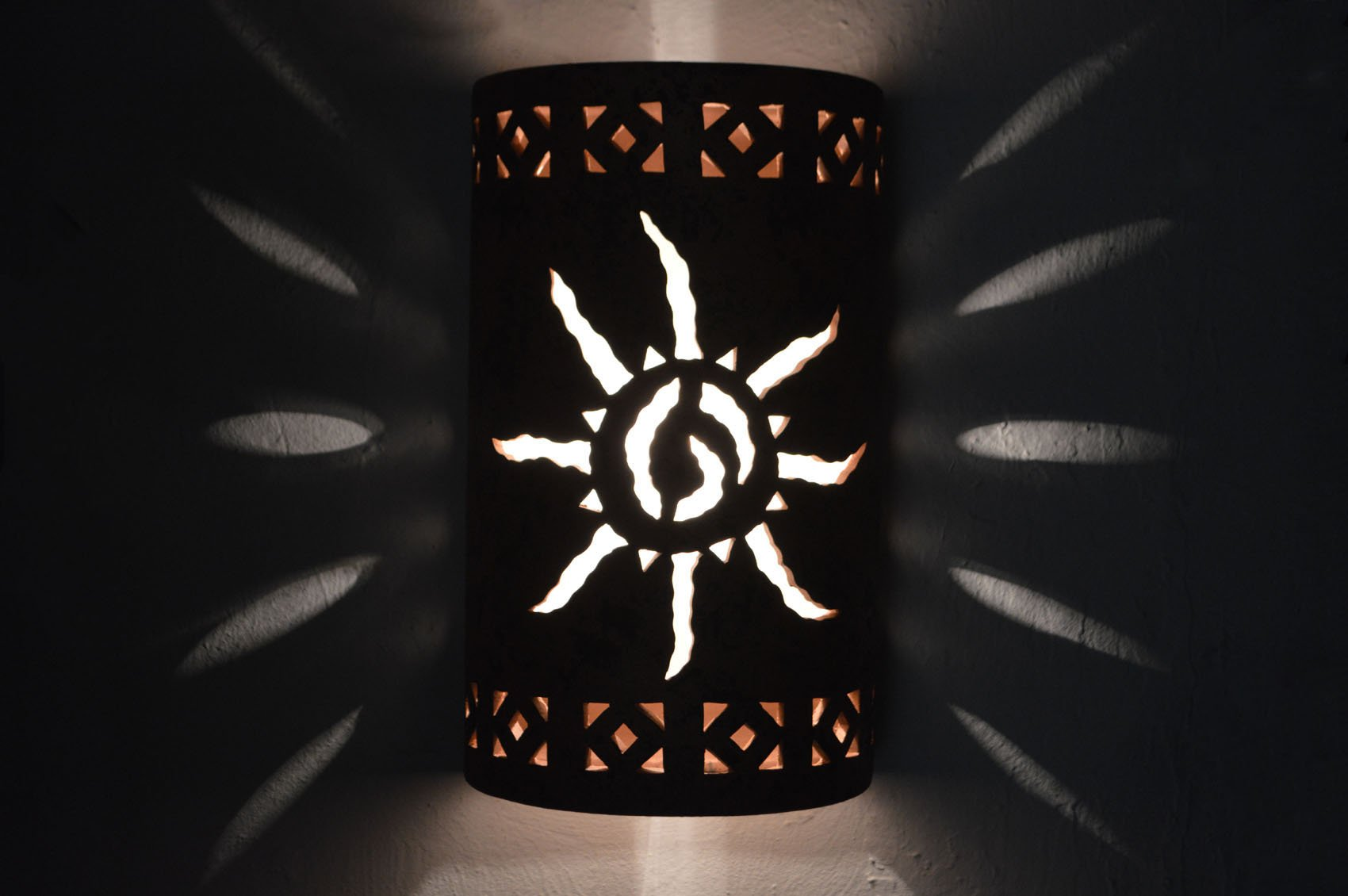 "18"" Open Top - Southwest Ancient Sun center w/Monterey Border Designs in a Copper Brick Color-Indoor/Outdoor"
